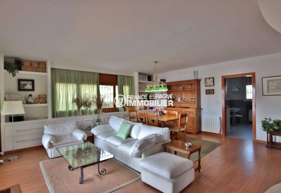 agence immobiliere costa brava: villa 292 m², salon / séjour avec coin repas cuisine attenante