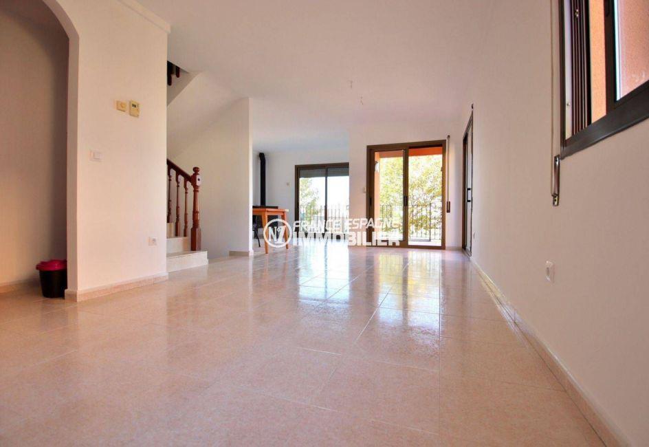 maison a vendre espagne bord de mer, ref.3801, grand séjour avec cheminée et accès terrasse