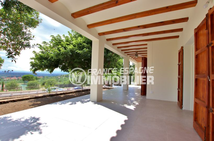 agence immobiliere costa brava: villa 167 m², grande terrasse couverte avec belle vue mer