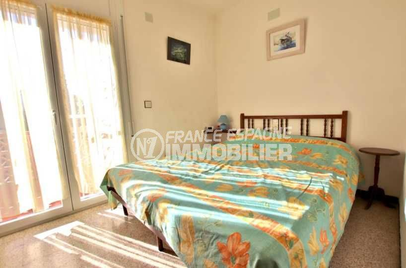 immo roses: villa ref.3773, aperçu première chambre avec accès terrasse
