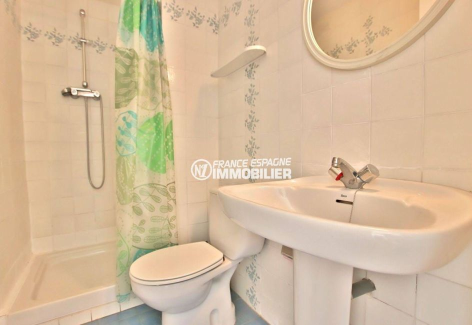 appartement costa brava, ref.3779, salle d'eau avec wc