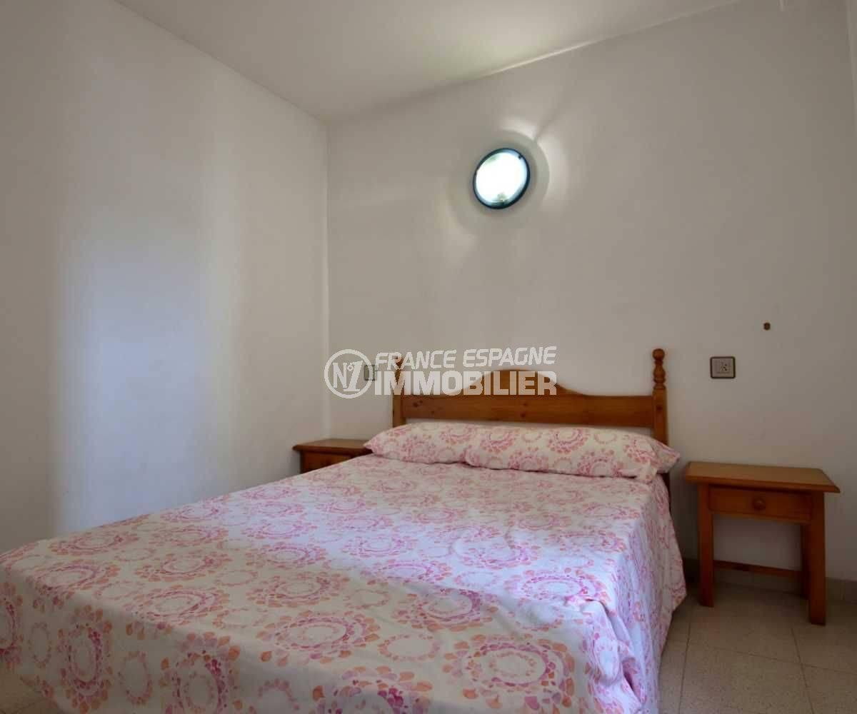 achat appartement rosas, possibilité amarre et parking, chambre avec lit double
