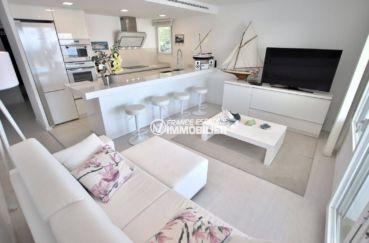 appartement a vendre rosas, ref.3790, séjour avec cuisine américaine équipée