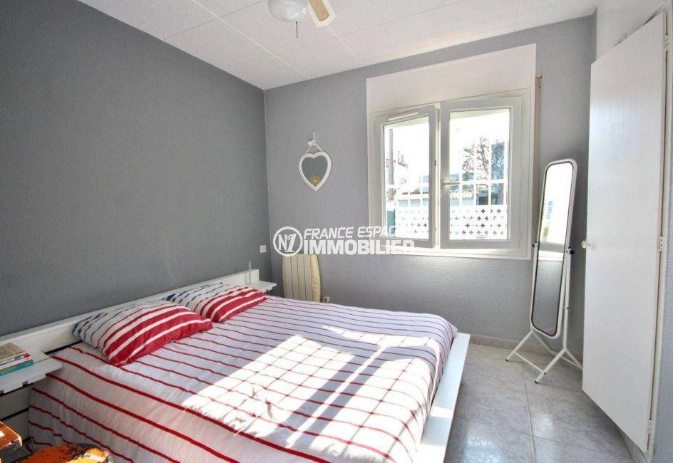 immobilier empuriabrava: villa ref.3802, première chambre avec grand lit