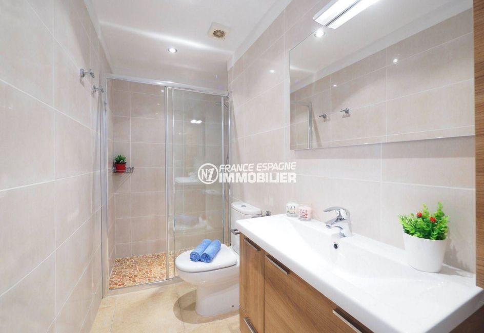 agence immo empuriabrava: appartement ref.3783, aperçu de la salle d'eau & toilettes