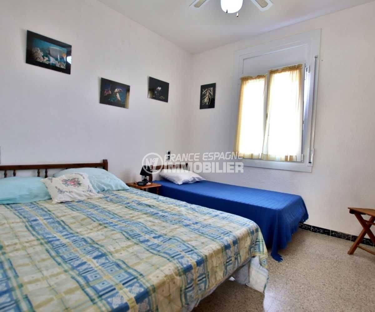 agence immobilière costa brava: villa ref.3773, aperçu seconde chambre avec lit double + lit simple