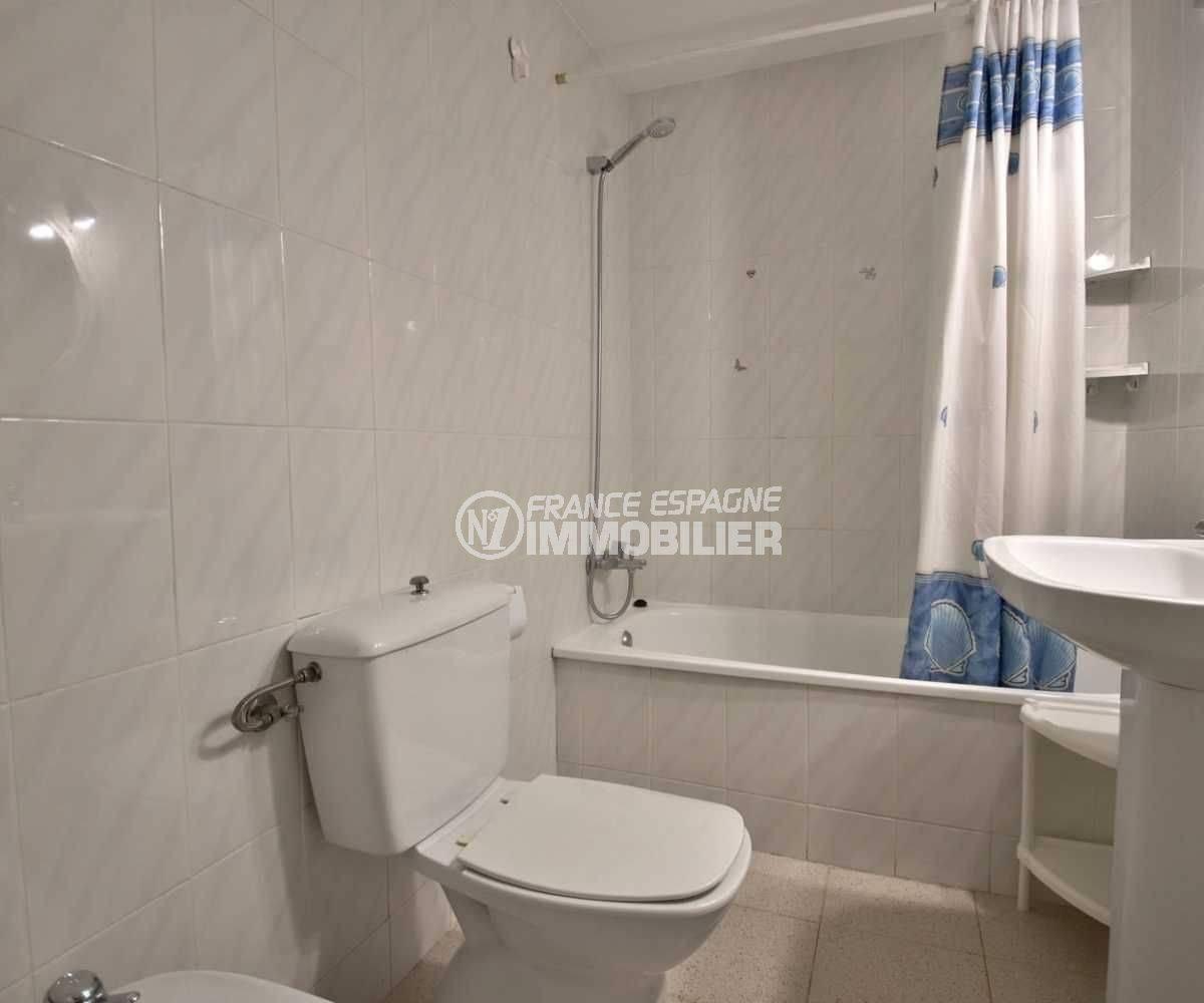appartement a vendre a rosas, 41 m², salle de bains: baignoire , lavabo et wc