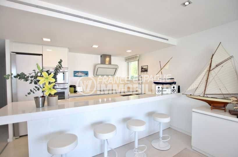appartement a vendre costa brava, ref.3790, bar et cuisine américaine moderne