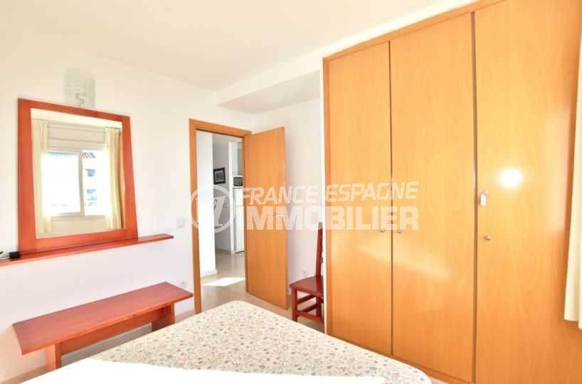 agence immobiliere costa brava: appartement ref.3776, première chambre avec placards intégrés