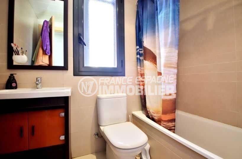 agence immobilière roses: appartement ref.3797, salle de bains avec toilettes