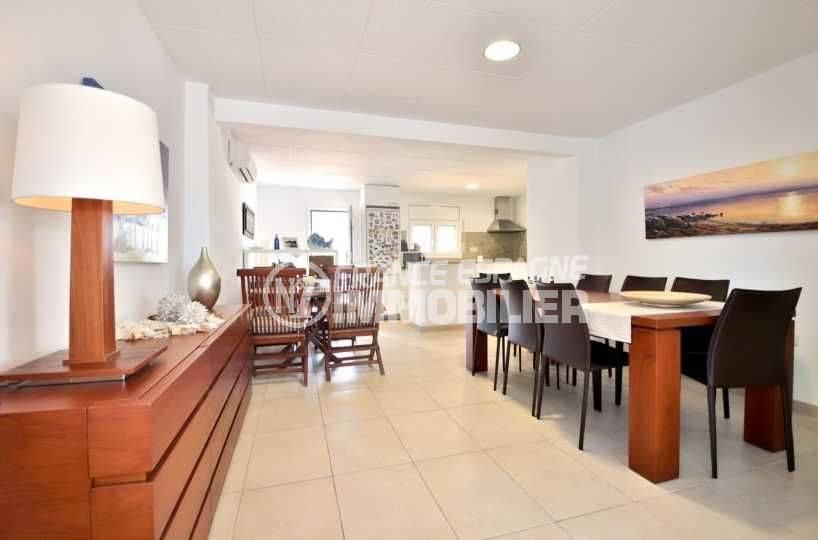achat villa rosas espagne, ref.3796, salon / salle à manger avec cuisine ouverte