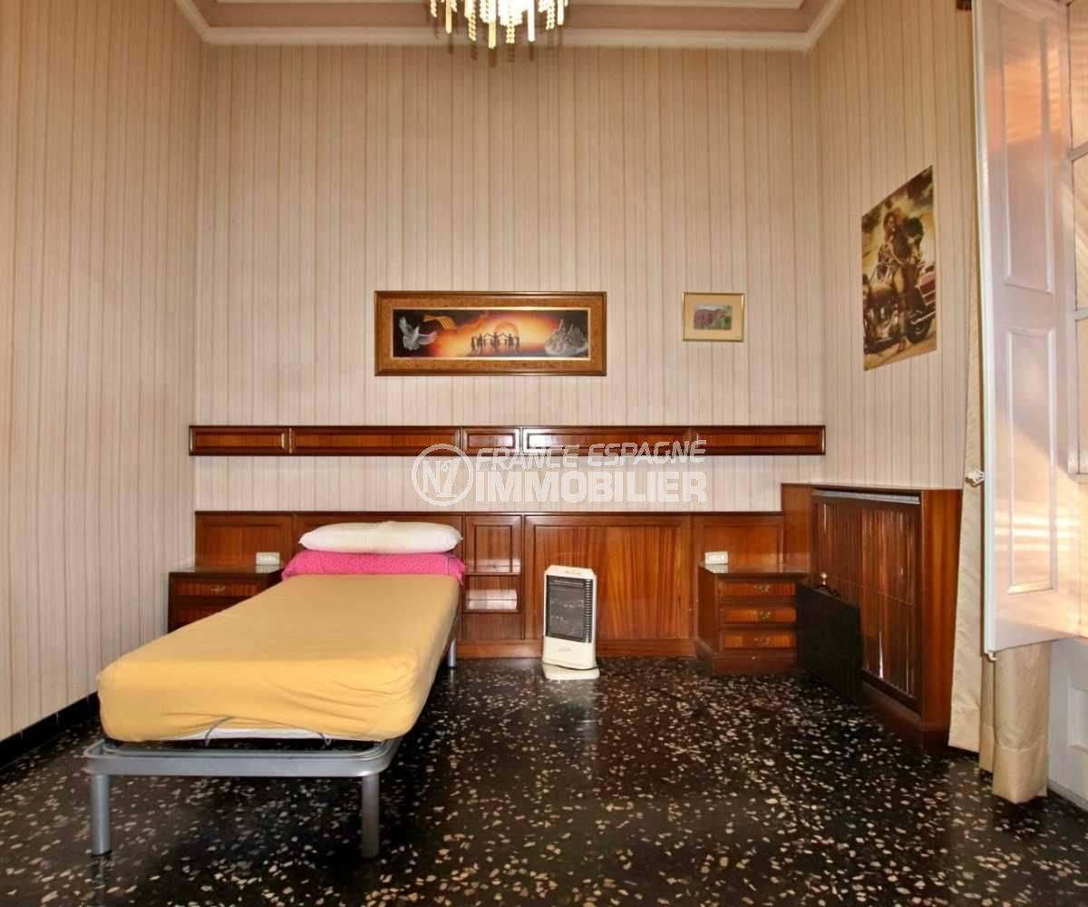 maison a vendre espagne bord de mer, centre-ville figueres, deuxième chambre avec lit simple