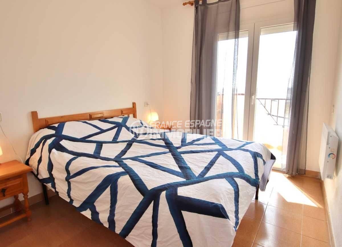 agence immobiliere costa brava: ref.3804, première chambre avec lit double, vue mer