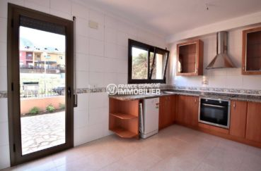 costa brava immobilier: villa ref.3801, cuisine indépendante aménagée avec accès extérieur