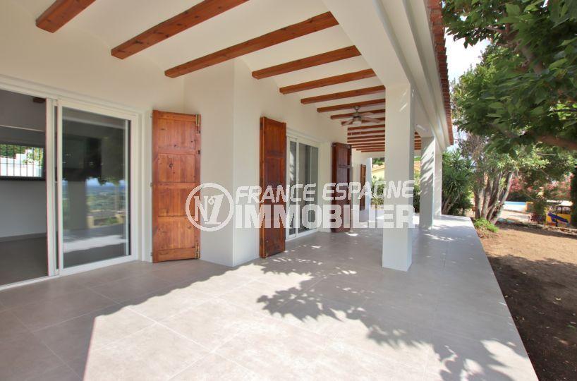 rosas immobilier: villa 167 m², grande terrasse couverte de 40 m² accès salon