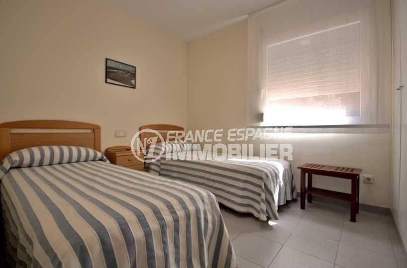 appartement rosas vente, ref.3782, chambre 2 avec deux lits