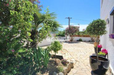 vente immobilier rosas espagne: villa ref.3463, jardin et grille d'accès extérieur
