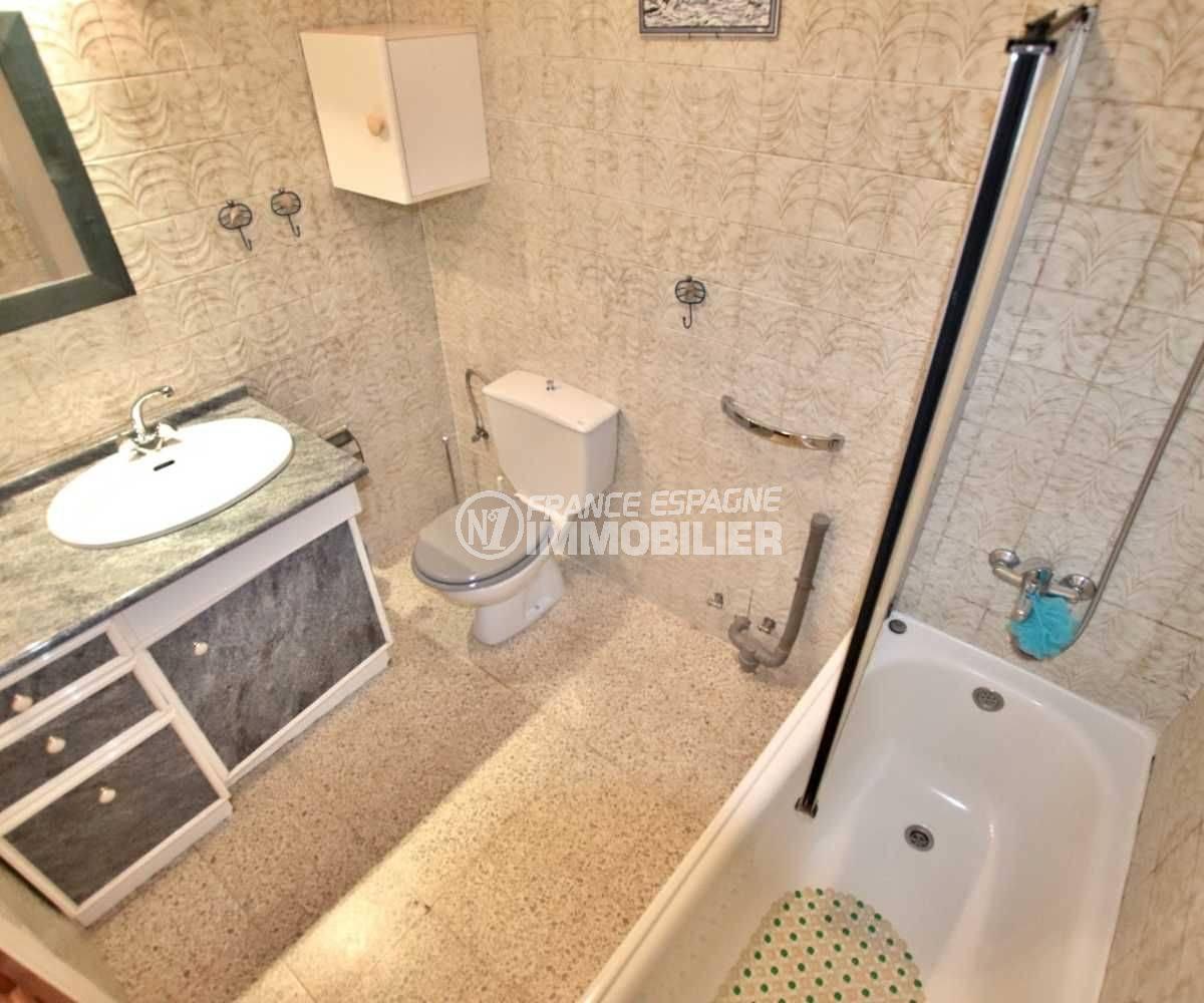 roses espagne: villa ref.3773, aperçu salle de bains + toilettes