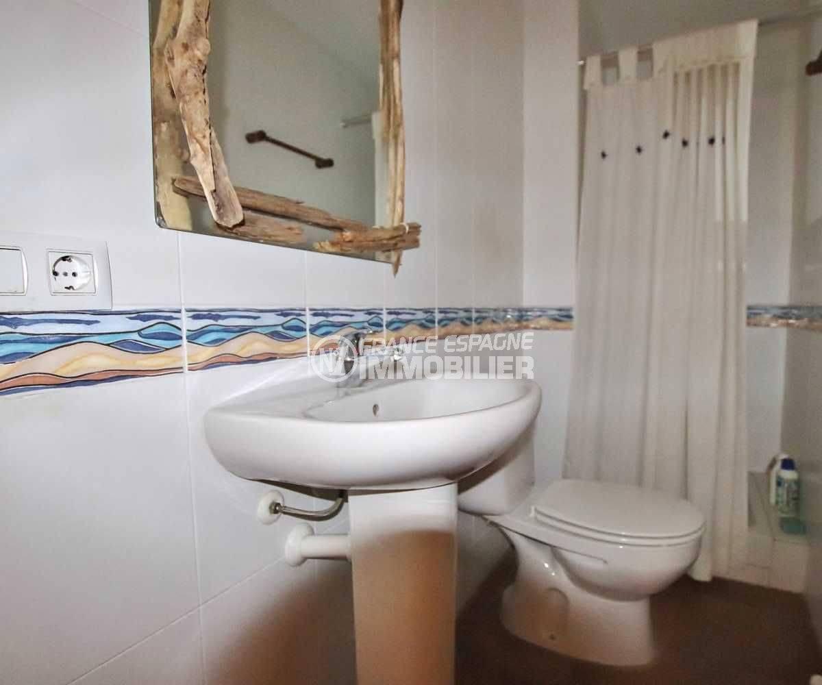 maison a vendre espagne bord de mer, ref.3795, salle d'eau avec douche, lavabo et wc