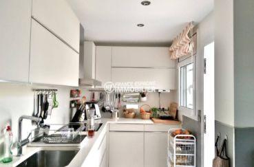 roses espagne: villa 292 m² cuisine équipée et fonctionnelle avec rangements