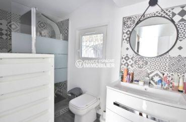 agence immobiliere empuriabrava: villa ref.3802, aperçu salle d'eau avec toilettes