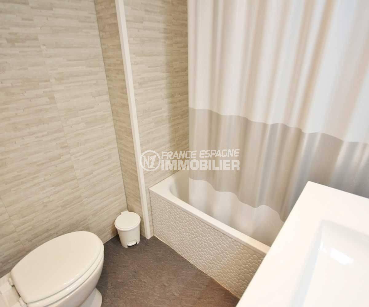 agence immobiliere empuriabrava: appartement ref.3772, aperçu des toilettes dans la salle de bains
