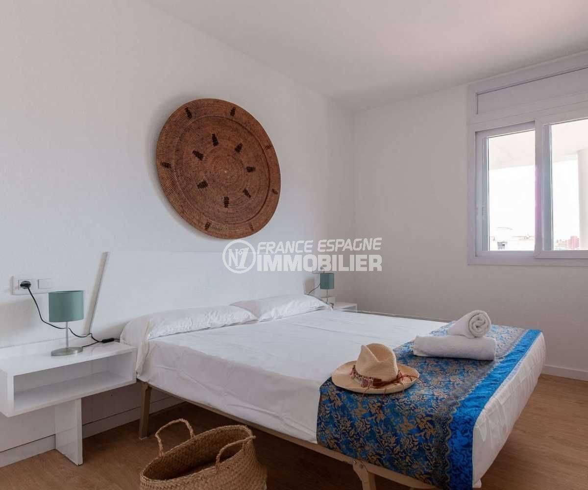 agence immobilière roses: appartement ref.3805, première chambre avec lit double