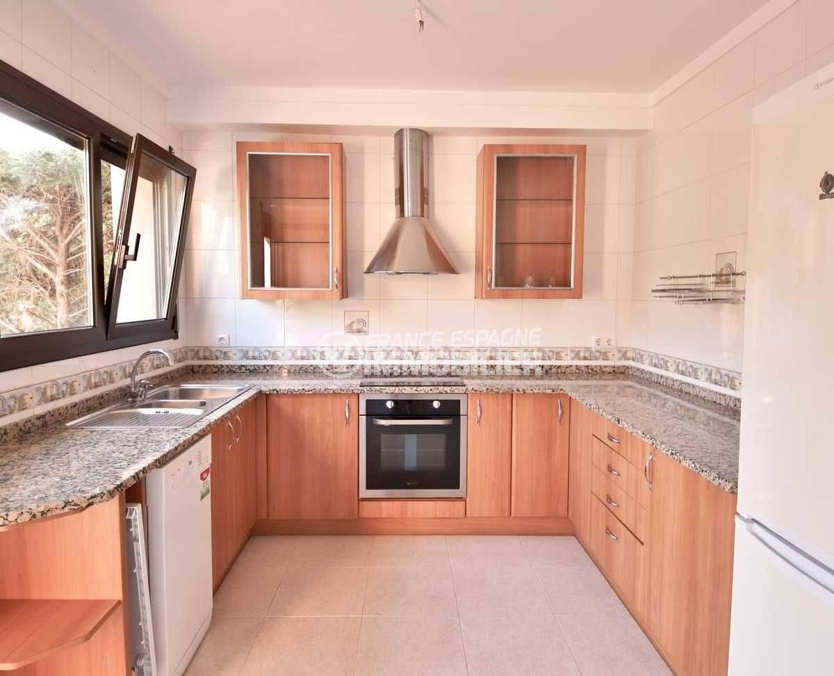 maison à vendre en espagne costa brava, ref.3801, cuisine aménagée vue de face