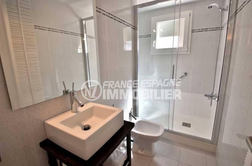 appartement costa brava, ref.3782, salle d'eau et cabine douche moderne