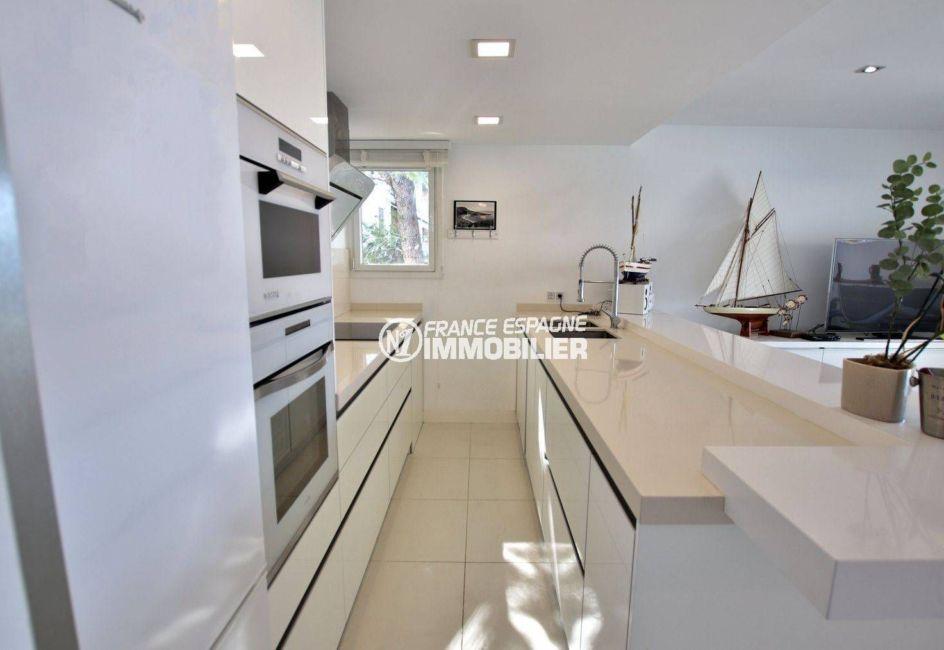 agence immobiliere costa brava: appartement ref.3790, vue rapprochée de la cuisine équipée