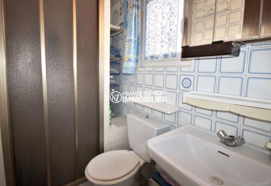 maison a vendre costa brava, ref.3791, salle d'eau et toilettes à l'étage