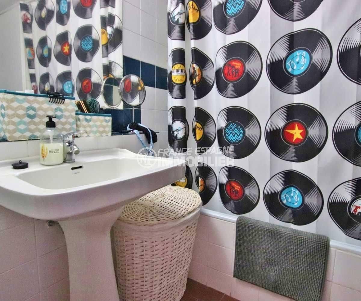 agence immobilière roses: studio ref.3787, salle de bains avec toilettes et baignoire