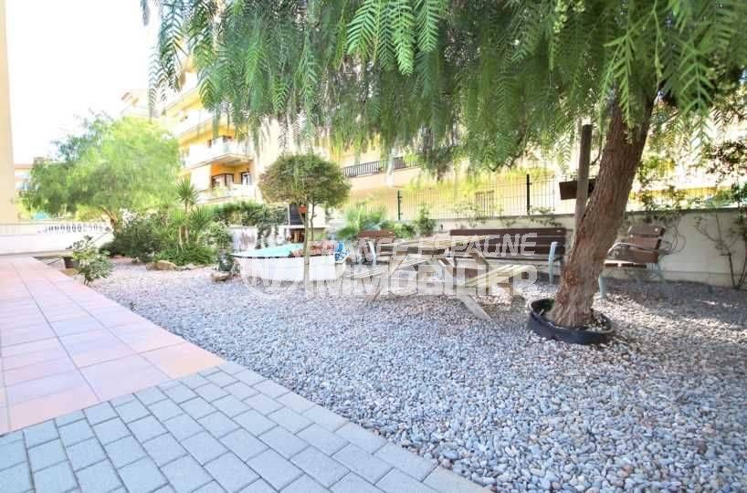 immocenter roses: appartement ref.3797, jardin de la résidence avec barbecue