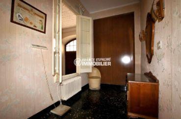 achat immobilier costa brava: villa 402 m², quatrième chambre aménagée en bureau avec placards