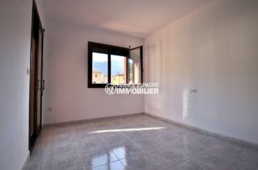 maison a vendre sur la costa brava, ref.3801,  première chambre avec placards intégrés