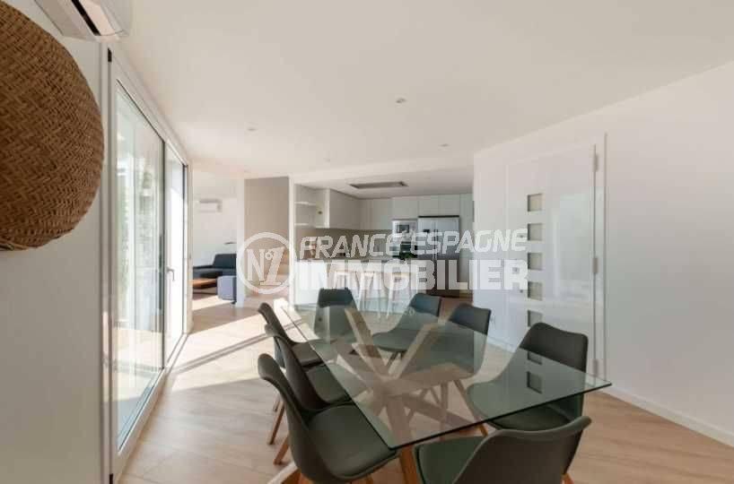 vente immobiliere rosas espagne: villa ref.3803, salle à manger aperçu cuisine, escalier et salon