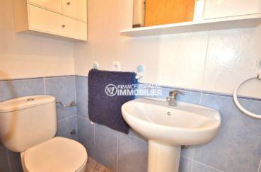 maison à vendre à empuriabrava, terrain 270 m², salle d'eau avec lavabo et wc