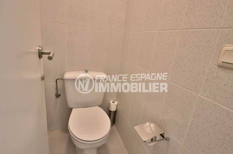 immocenter roses: appartement ref.3782, wc indépendants