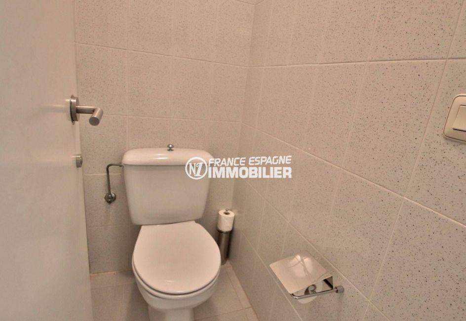 immocenter roses: appartement ref.3782, wc indépendants