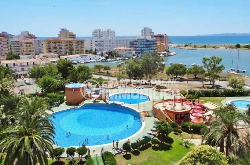 la costa brava: studio ref.3787, résidence avec piscine, jacuzzi, tennis, parking et local vélos