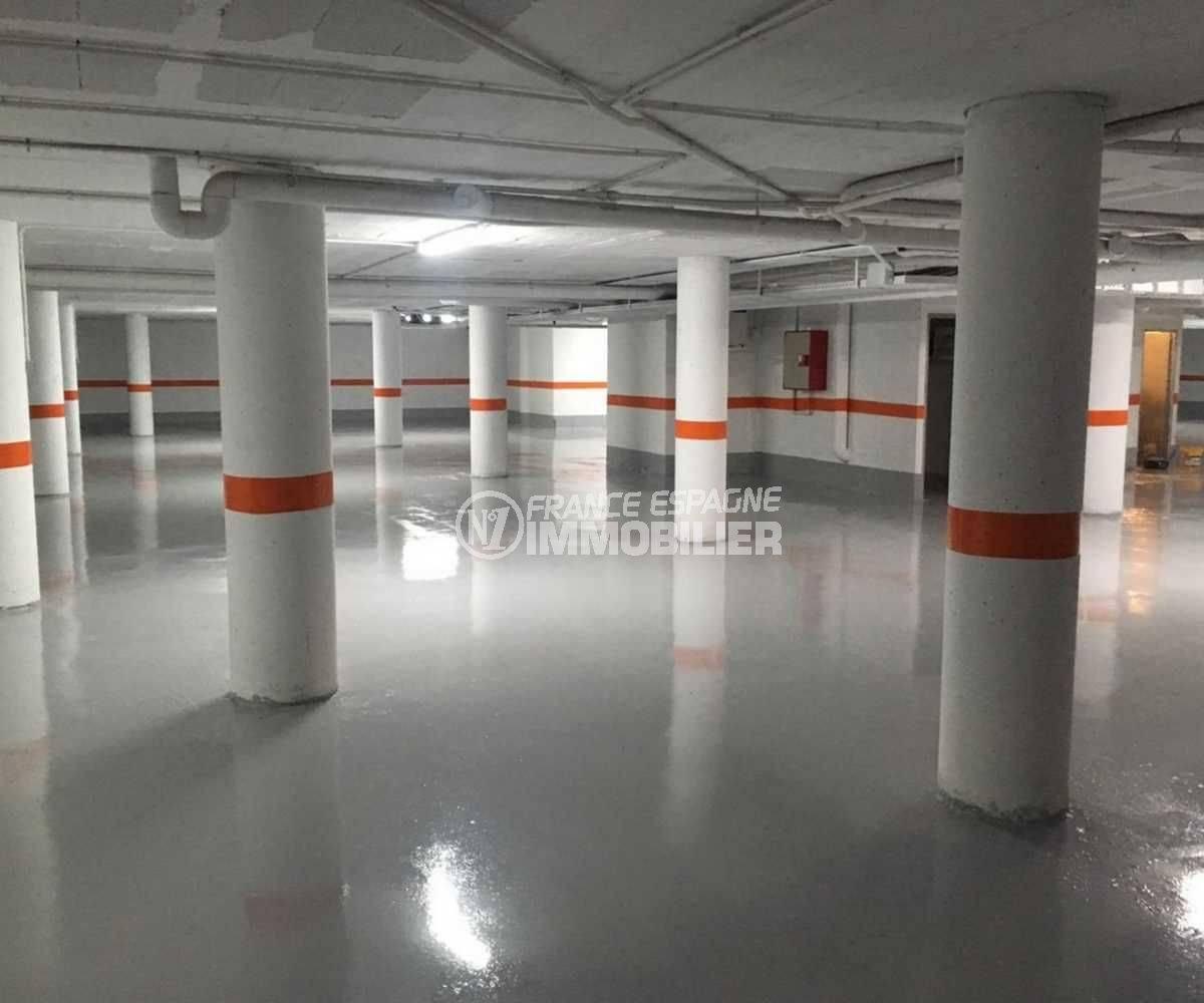 agence immobilière roses: appartement ref.3776, parking privé