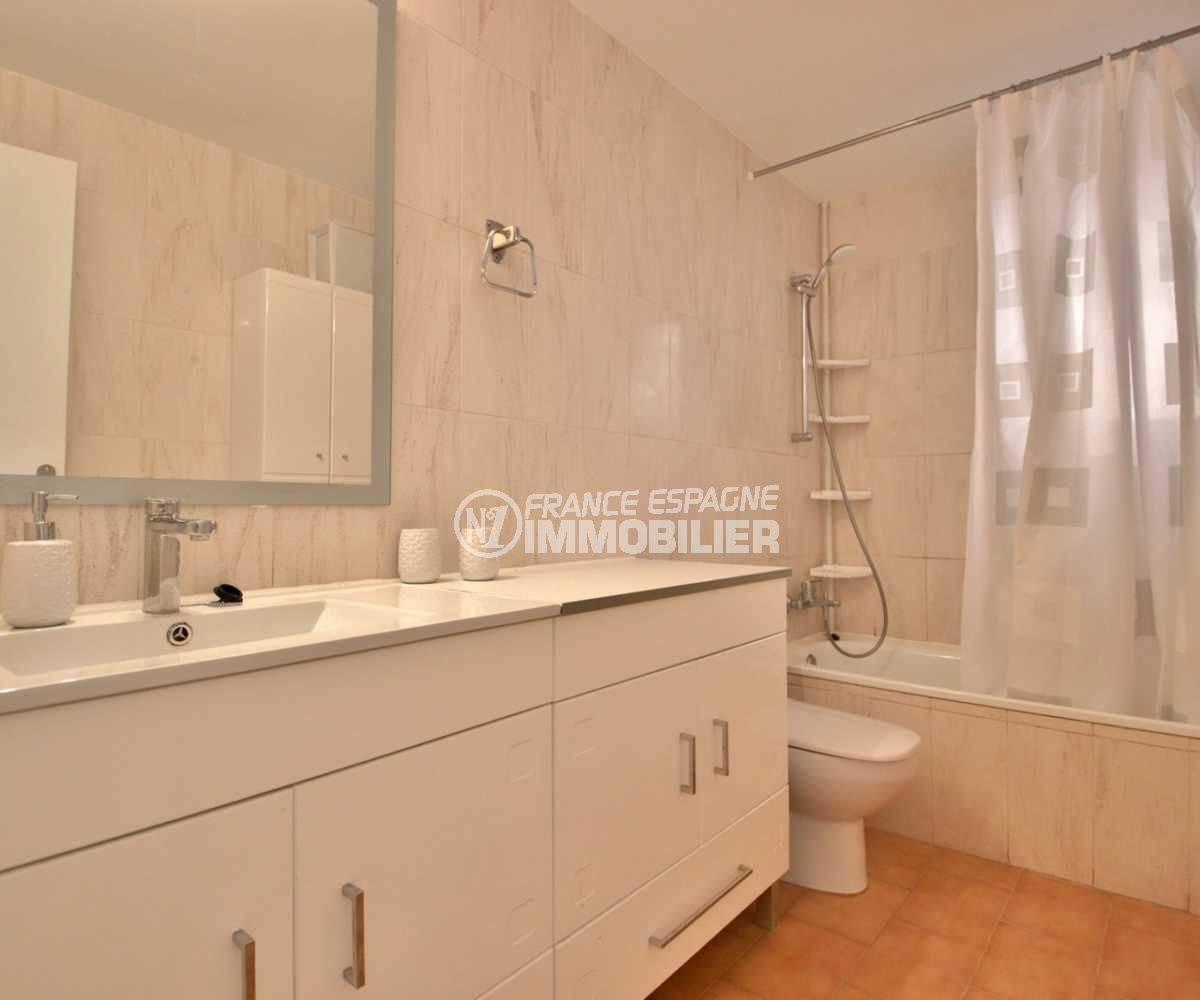 agence immobiliere costa brava: appartement ref.3789, salle de bains avec baignoire