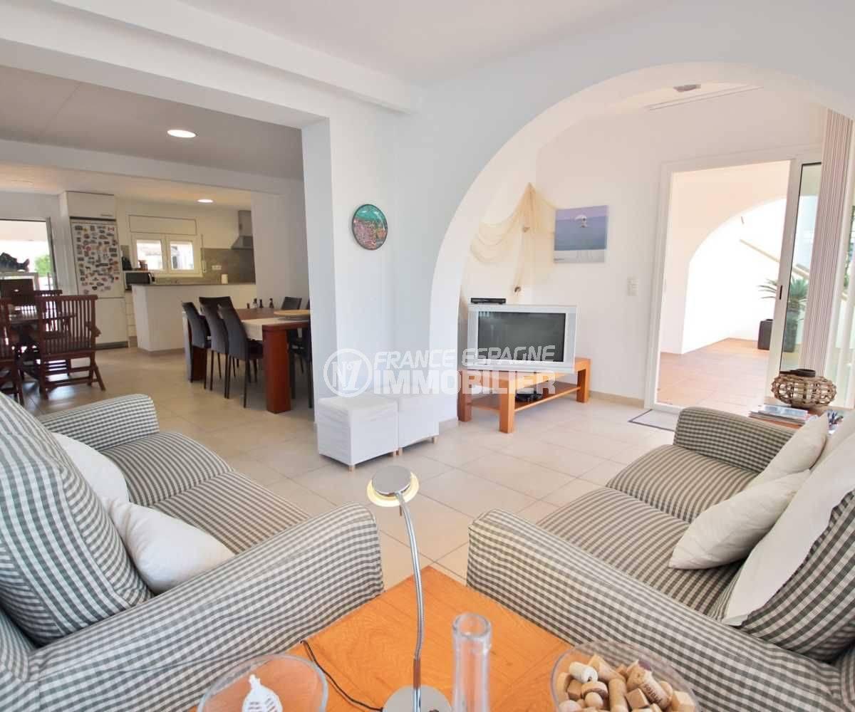 immobilier espagne roses: villa ref.3796, salon / séjour avec accès à la piscine