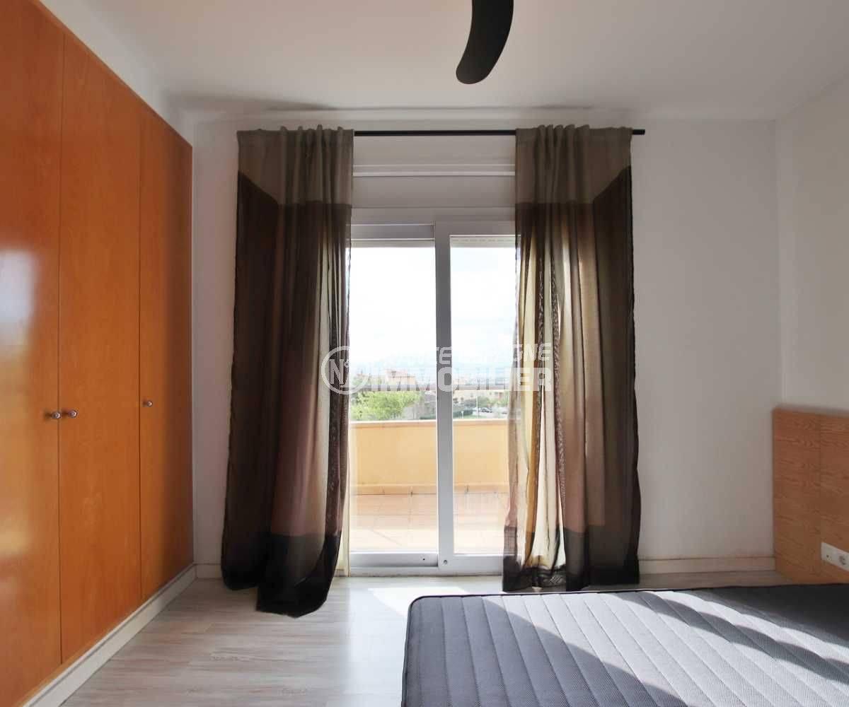 vente maison costa brava, ref.3795, deuxième chambre avec des placards