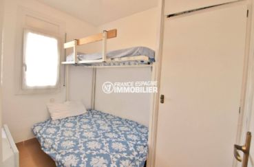 appartement rosas vente, ref.3804, deuxième chambre avec un lit double et un lit simple