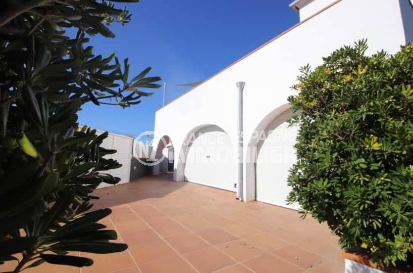 vente maison rosas espagne, ref.3796, vue sur le portail électrique