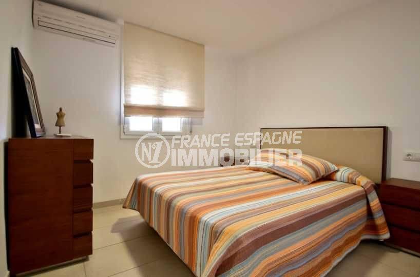 immobilier rosas espagne vente: ref.3796, chambre 1 avec un lit double et des rangements