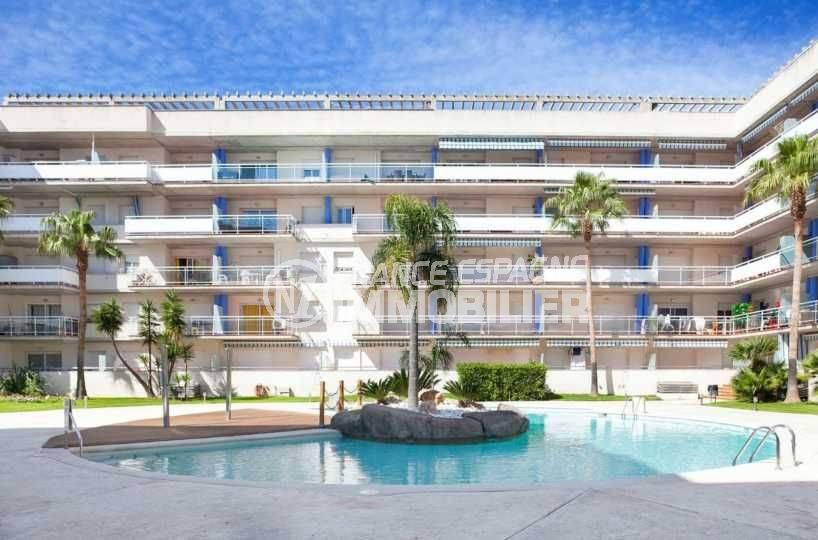 roses espagne: appartement ref.3805, aperçu de la résidence avec piscine