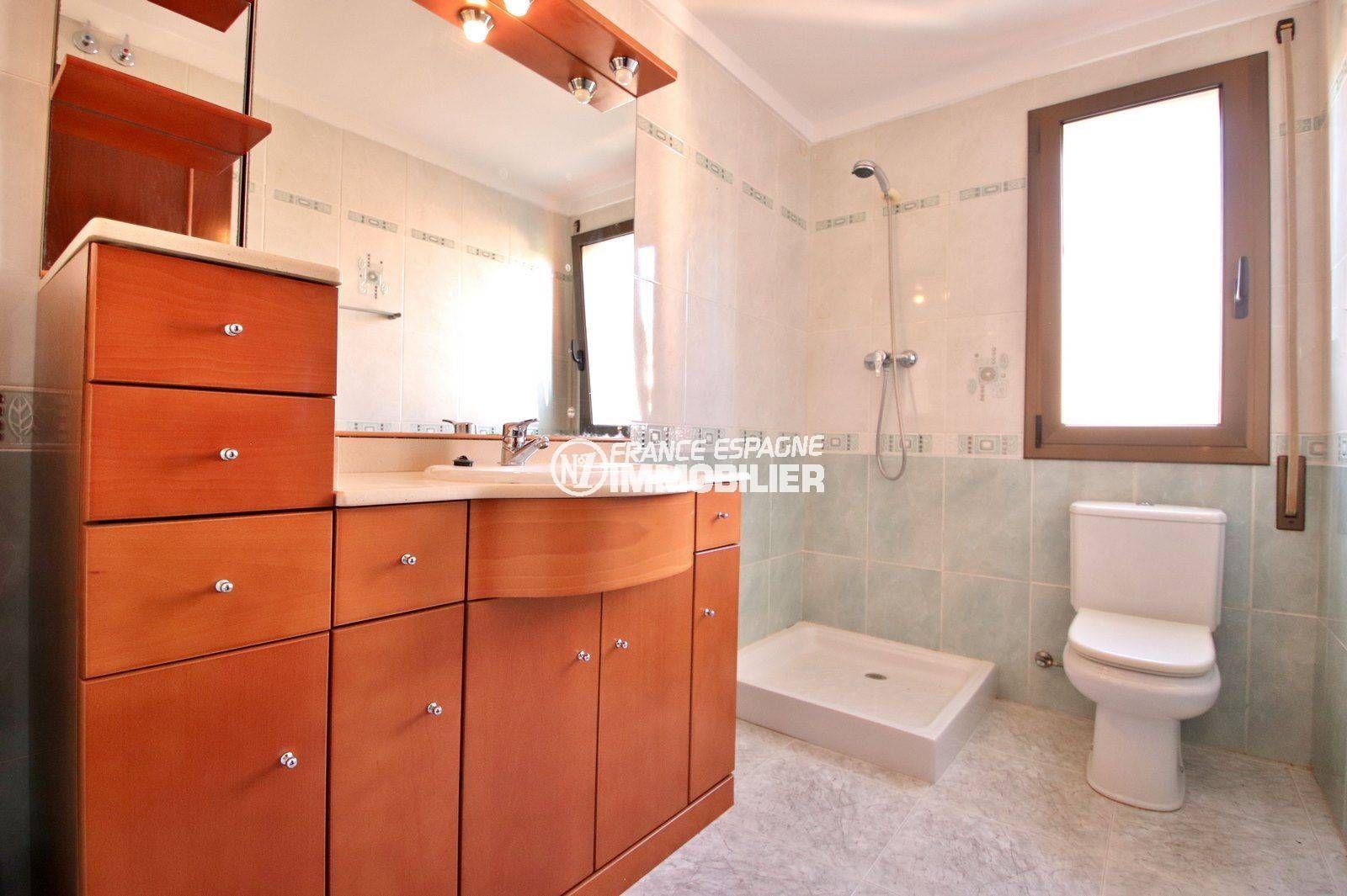 acheter malin costa brava: villa ref.3801, première salle d'eau (suite parentale)