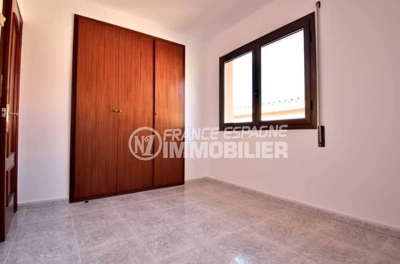 n1immobilier: villa ref.3801, seconde chambre avec penderie intégrée